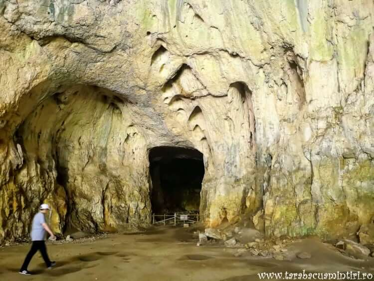 Peștera Devetashka